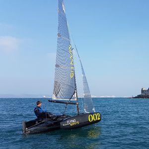 trimarano / one-design / day-sailer / con poppa aperta