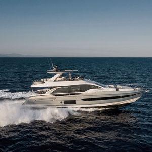 motor-yacht da crociera / con fly / IPS / in fibra carbonio