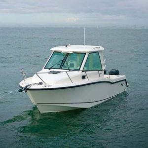 cabin-cruiser fuoribordo / bimotore / con cockpit chiuso / da pesca sportiva