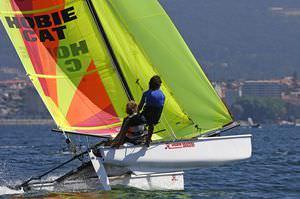 catamarano sportivo da regata / per scuola / multiplo / spinnaker asimmetrico