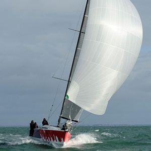 barca a vela da regata e crociera / con poppa aperta / con 6 cabine / a doppio timone