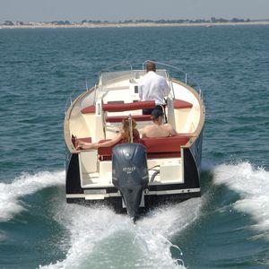 barca open fuoribordo / con scafo planante / con console centrale / open