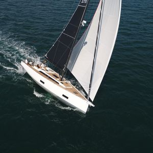barca a vela da crociera rapida / da regata / con poppa aperta / con 3 cabine