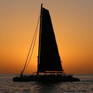 sailing-yacht catamarano / da charter / con poppa aperta / con bompresso