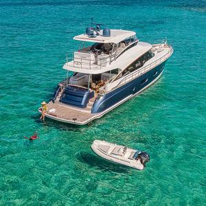 motor-yacht da crociera / sportivo / offshore / tradizionale