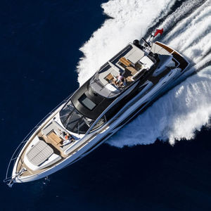 motor-yacht sportivo / con cockpit chiuso / dislocante