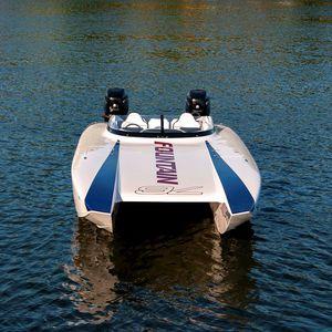 runabout catamarano / fuoribordo / bimotore / con dual console