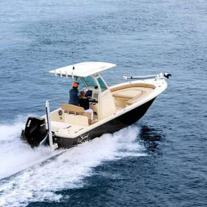 bay boat fuoribordo / con console centrale / da pesca sportiva / max. 10 persone