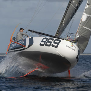 barca a vela da regata / con chiglia da regata / con poppa aperta / in carbonio
