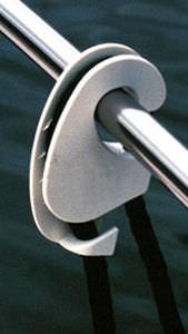 dispositivo di regolazione per parabordo per barca