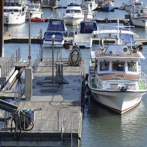 stazione di rifornimento galleggiante per porto / per acqua dolce / per marina