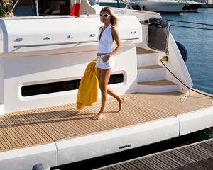 piattaforma per barca / per yacht / multifunzione / su misura