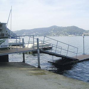 pontile galleggiante / di ormeggio / per canoa-kayak / per canottaggio