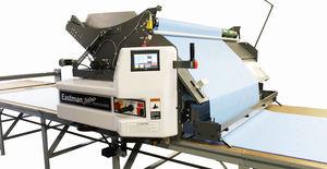 macchina trapuntatrice con sistema di taglio