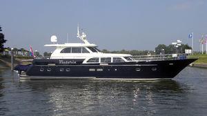 motor-yacht da crociera / con cabina di pilotaggio / in acciaio / con 2 cabine