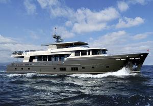 super-yacht da crociera / trawler / con fly / con cabina di pilotaggio