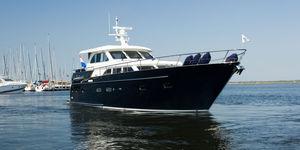 motor-yacht da crociera / con cabina di pilotaggio / in acciaio / dislocante