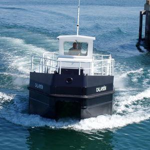 barca per il recupero di idrocarburi