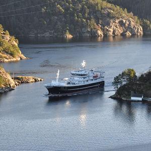 nave da pesca professionale peschereccio a strascico