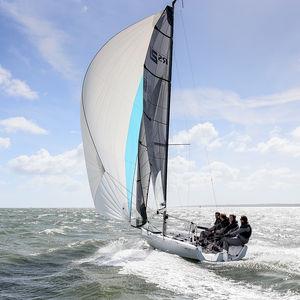 barca a vela da charter / da regata / con chiglia da regata / con poppa aperta
