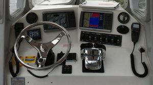 cabina di pilotaggio per barca