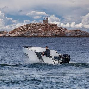 runabout tender per super-yacht / a idrogetto / fuoribordo / con console laterale