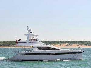 motor-yacht catamarano / da crociera / con fly / semi-custom