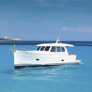 motor-yacht tradizionale / lobster / con cockpit chiuso / dislocante