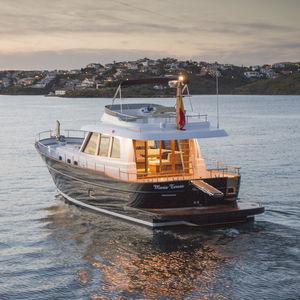 motor-yacht tradizionale / lobster / con fly / dislocante