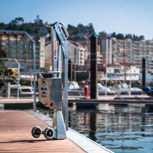 gru per marina / pieghevole / per movimentazione di barche