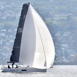 barca a vela daysailer / con poppa aperta / con 1 cabina / a chiglia retrattile