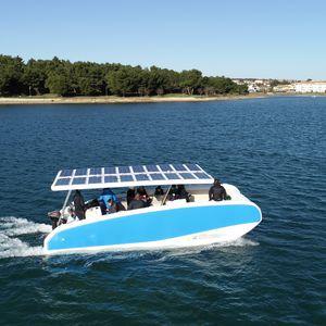 barca open elettrica a energia solare / catamarano / fuoribordo / con console centrale