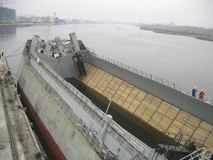 nave cargo chiatta aspirante