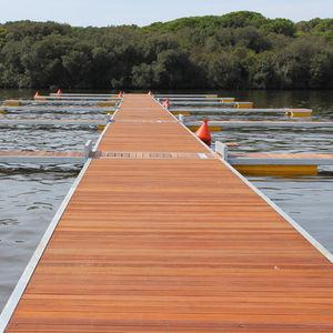 pontile galleggiante / di ormeggio / per marina / per canottaggio
