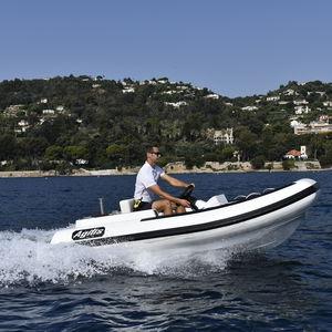 gommone a propulsione tramite jet-ski / semirigido / con console laterale / sportivo