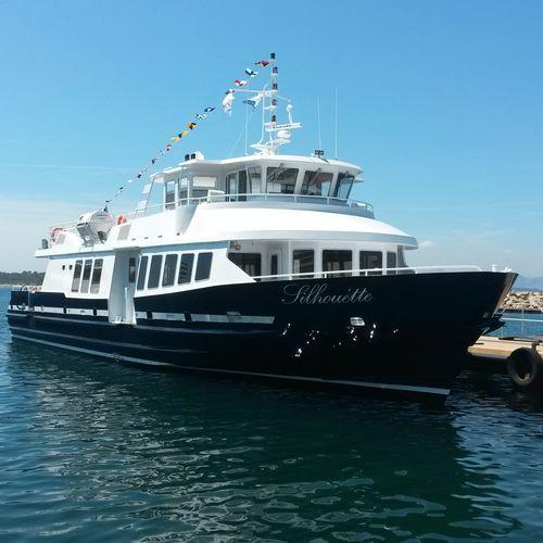 traghetto passeggeri monoscafo