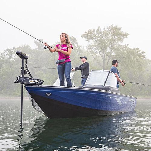 bay boat fuoribordo / con dual console / da pesca sportiva / in alluminio