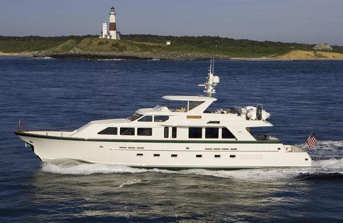 motor-yacht da pesca / con fly / con scafo semiplanante