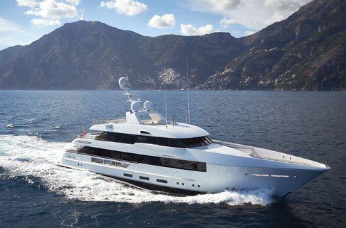 super-yacht da crociera / con cabina di pilotaggio / dislocante / con piscina