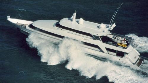 motor-yacht di lusso da crociera / raised pilothouse / con scafo dislocante