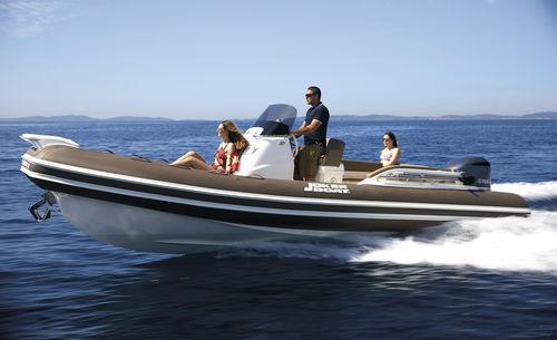 gommone fuoribordo / semirigido / con console centrale / tender per super-yacht