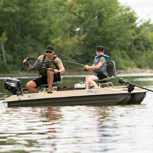 catamarano a remi per la pesca