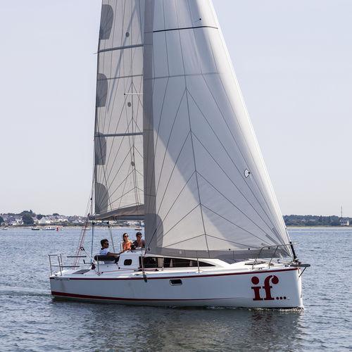 monoscafo / da regata e crociera / con poppa aperta / con 2 cabine
