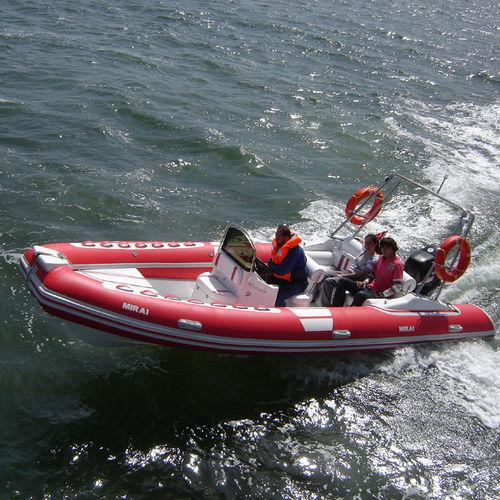 gommone fuoribordo / RIB / con console centrale / di navigazione