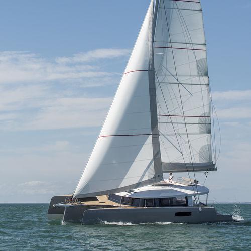 sailing-yacht trimarano