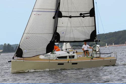 barca a vela da regata e crociera