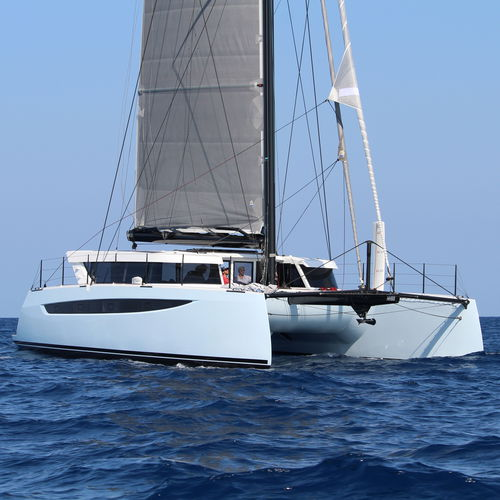 catamarano in carbonio - HH CATAMARANS