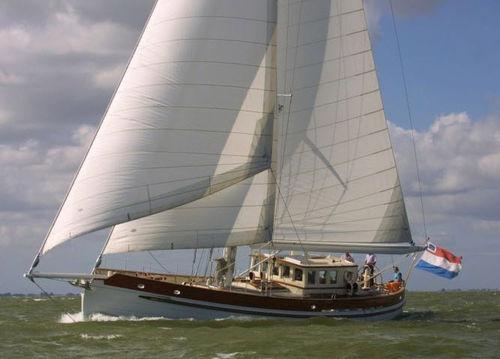 sailing-yacht da crociera / con cockpit chiuso / in alluminio / con bompresso