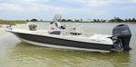 bay boat fuoribordo / con console centrale / da pesca sportiva / max. 7 persone