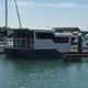 barca a motore house-boat catamarano / entrobordo / con 2 cabine / con 6 cuccette